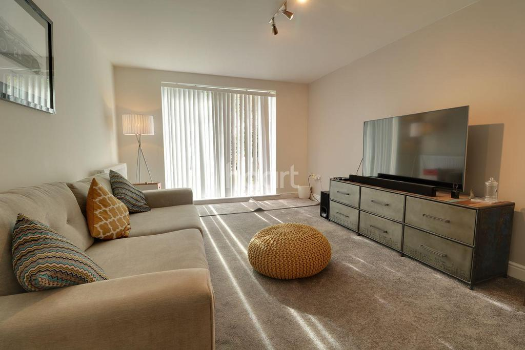2 Bedrooms Flat for sale in Brand House, Farnborough