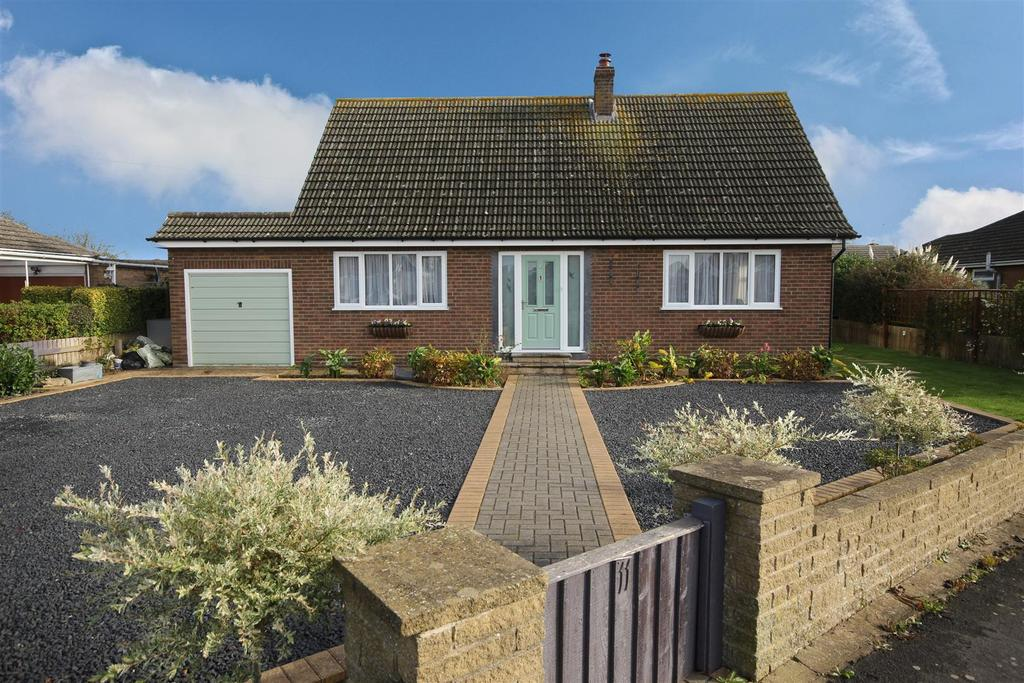 4 Bedrooms Detached Bungalow for sale in 11 Dymoke Road, Mablethorpe