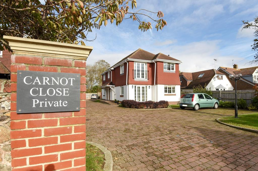 3 Bedrooms Flat for sale in Carnot Close, Aldwick, Bognor Regis, PO21
