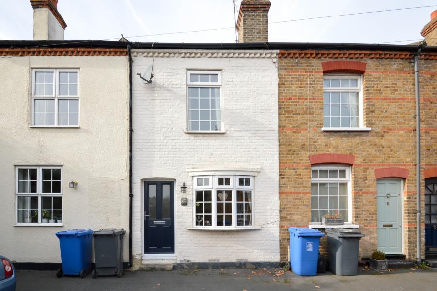2 Bedrooms Flat for sale in Rays Avenue, Windsor, Berkshire