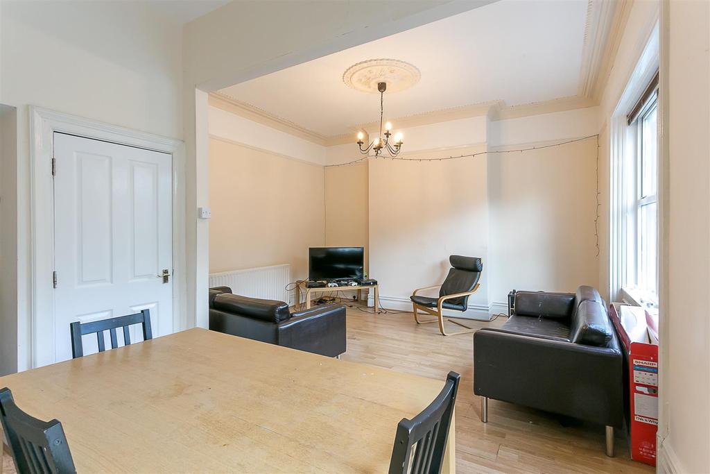 5 Bedrooms Maisonette Flat for rent in Jesmond Road, Jesmond, Newcastle Upon Tyne