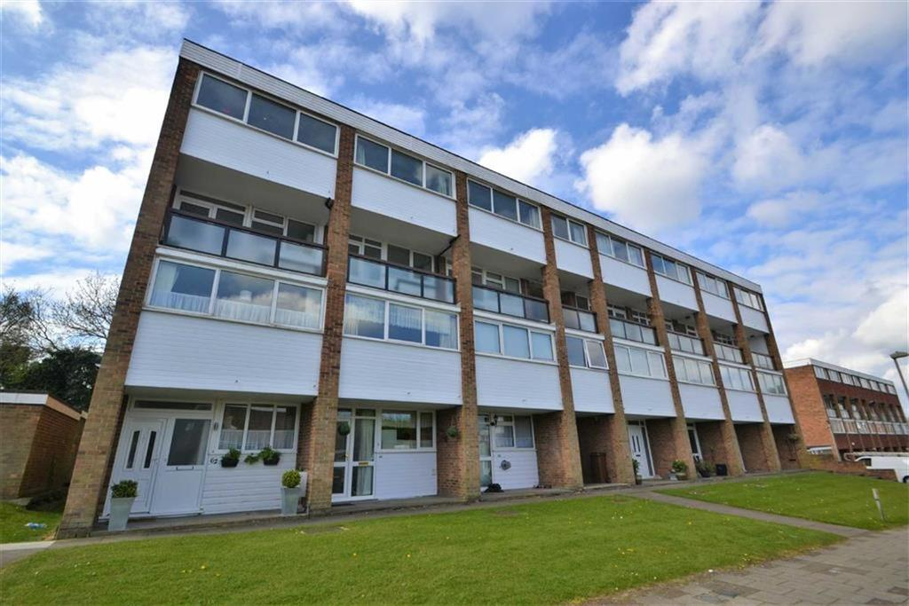3 Bedrooms Maisonette Flat for sale in Edgewood Drive, Orpington, Kent