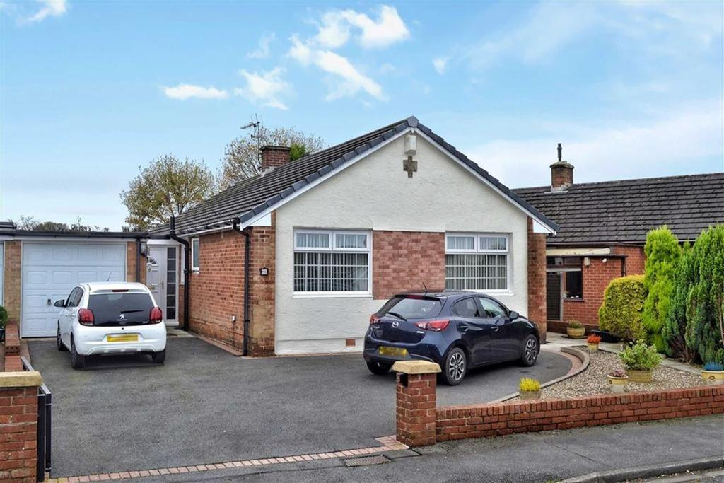 3 Bedrooms Detached Bungalow for sale in Hudson Close, Blackburn