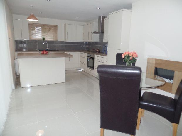 2 Bedrooms Semi Detached House for sale in BRUCE PLACE, PETERLEE, PETERLEE