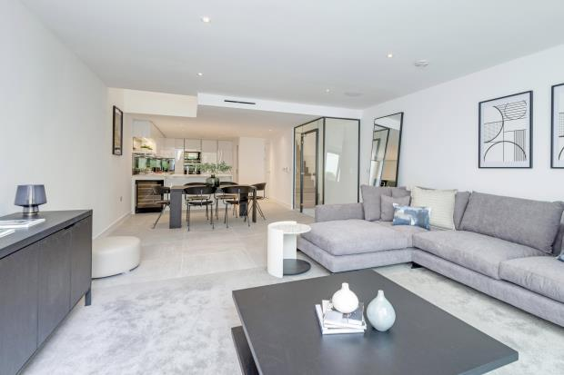 4 Bedrooms Terraced House for sale in Pinnacle Close, Muswell Hill, London, N10
