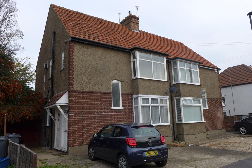 1 Bedroom Flat for sale in Imperial Road, Feltham