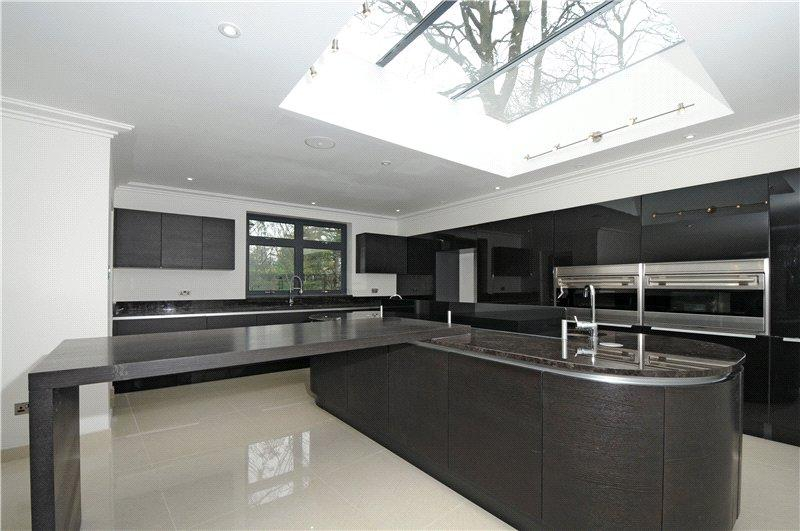 5 Bedrooms Detached House for rent in Corscombe Close, Kingston upon Thames, Surrey, KT2