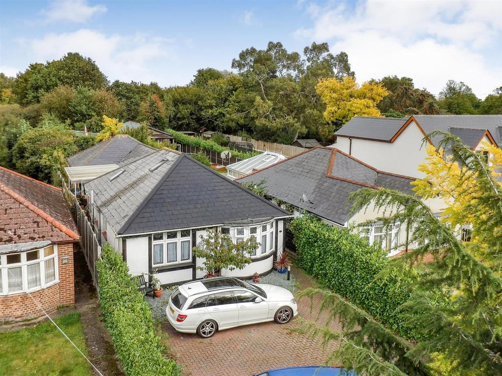 3 Bedrooms Bungalow for sale in Holloway Road, Heybridge, Maldon