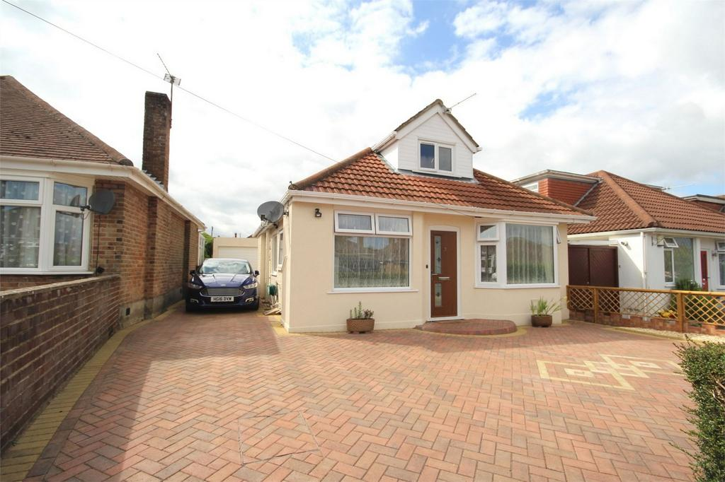 3 Bedrooms Detached Bungalow for sale in Heathfield Avenue, Poole, Dorset