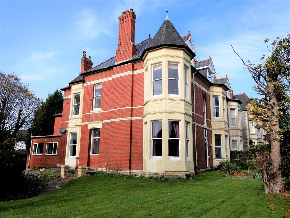 3 Bedrooms Flat for sale in Archer Road, Penarth