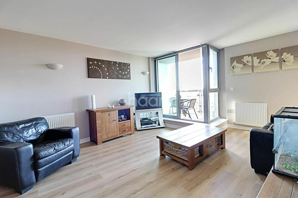 1 Bedroom Flat for sale in Lexicon Apartments, Mercury Gardens, Romford