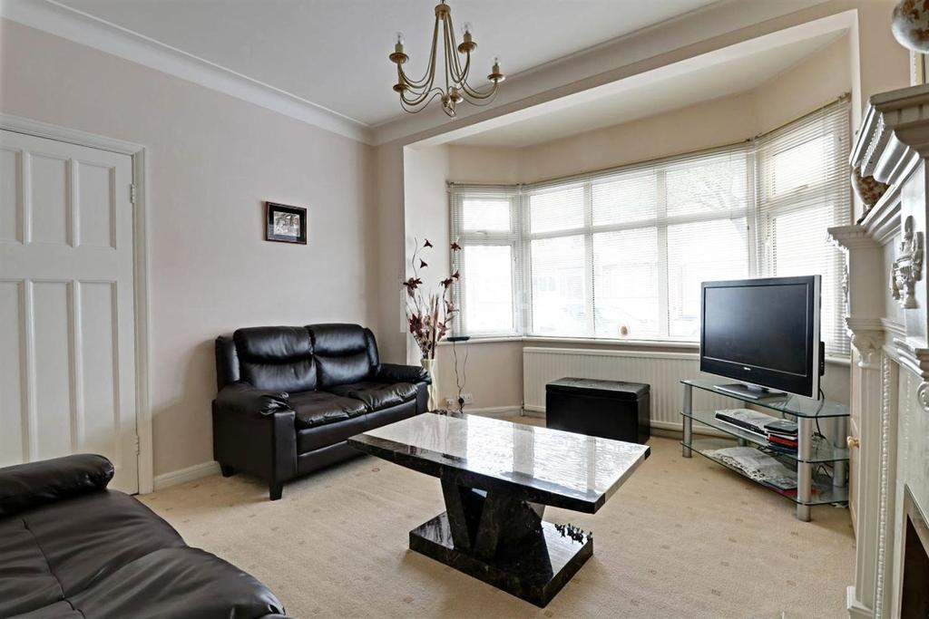 3 Bedrooms Terraced House for sale in Brockham Drive, Gants Hill