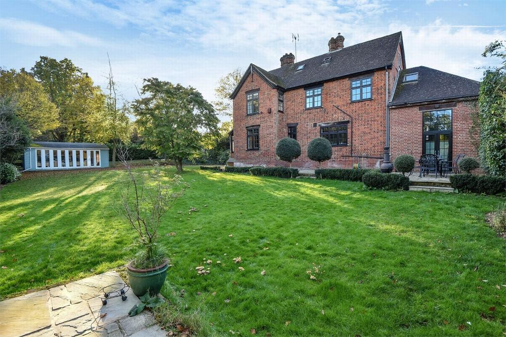 5 Bedrooms Detached House for sale in Blackwater, Hampshire