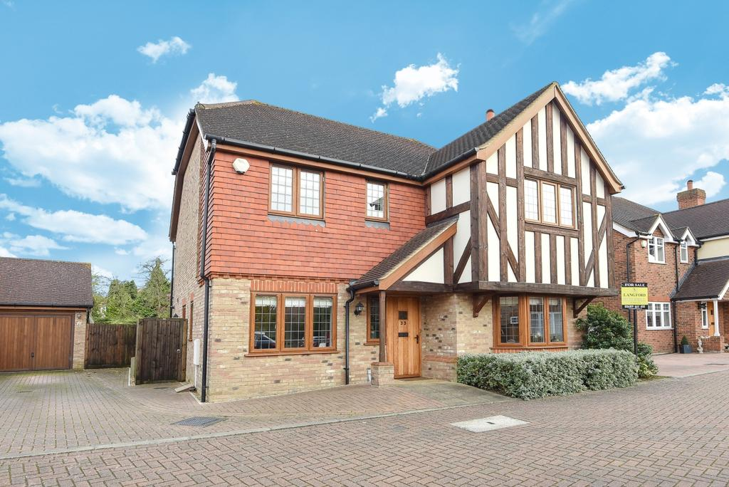 4 Bedrooms Detached House for sale in Wyvern Close Orpington BR6