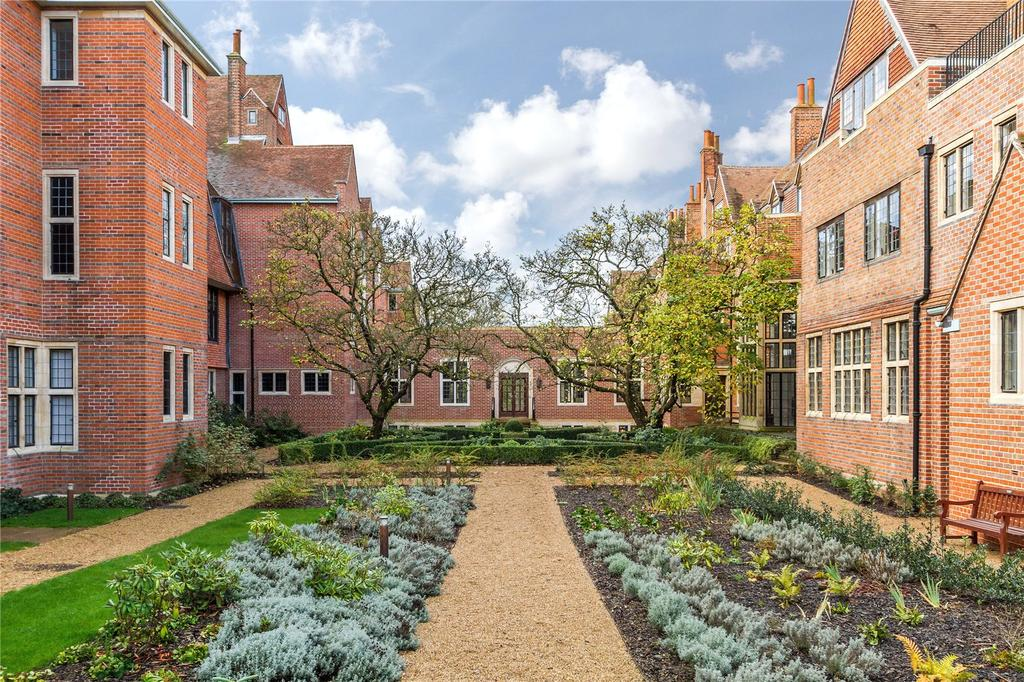 2 Bedrooms Apartment Flat for sale in King Edward VII Apartments, King's Drive, Midhurst, West Sussex, GU29