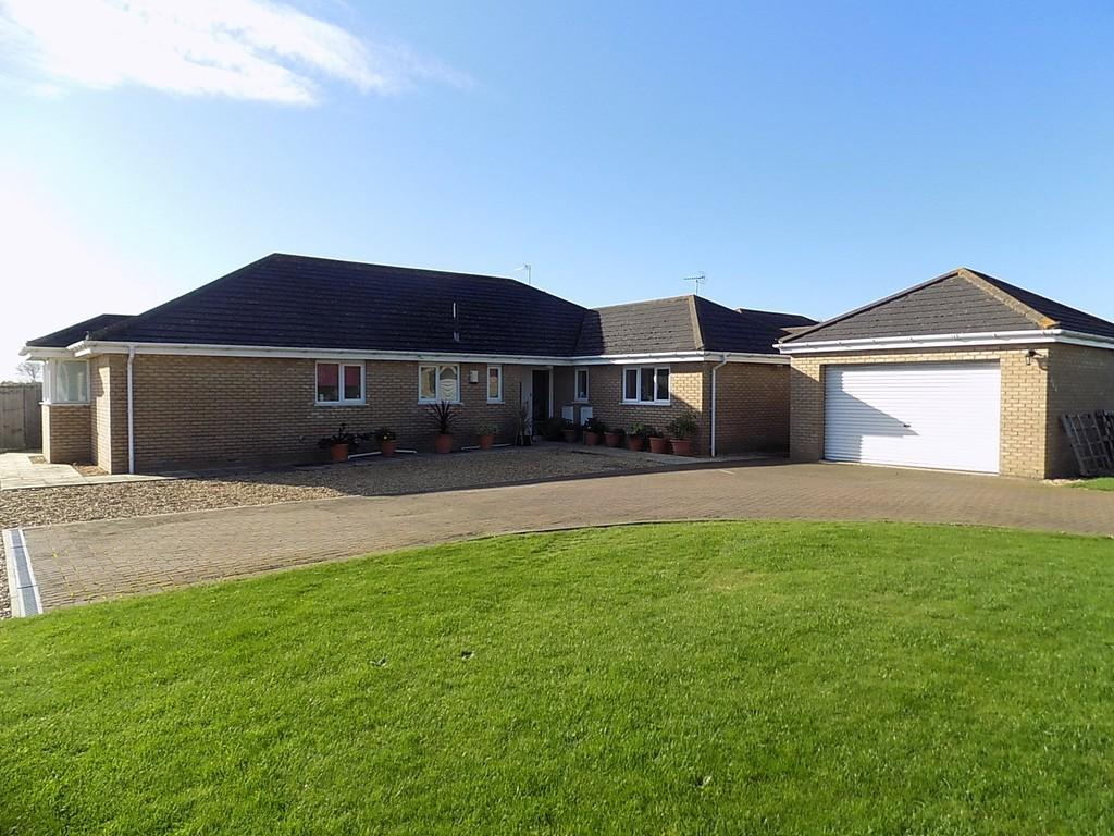 4 Bedrooms Detached Bungalow for sale in March Road, Turves