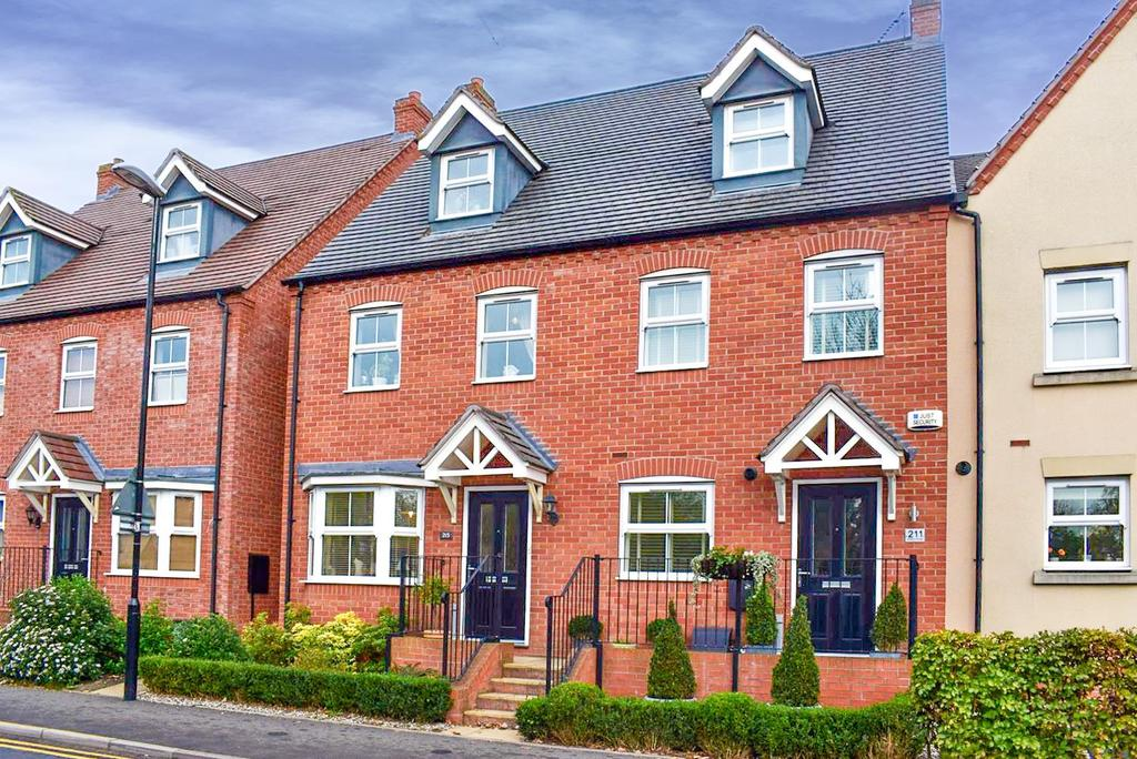 3 Bedrooms Semi Detached House for sale in Warwick Road, Henley-In-Arden