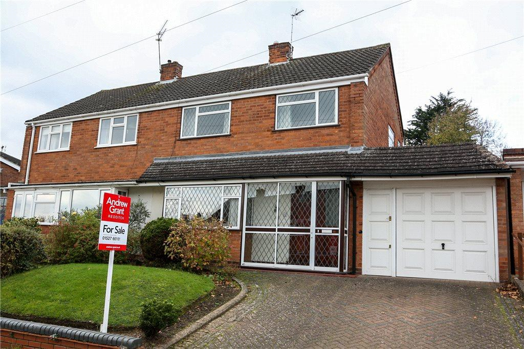 3 Bedrooms Semi Detached House for sale in Burns Close, Redditch, Worcestershire, B97