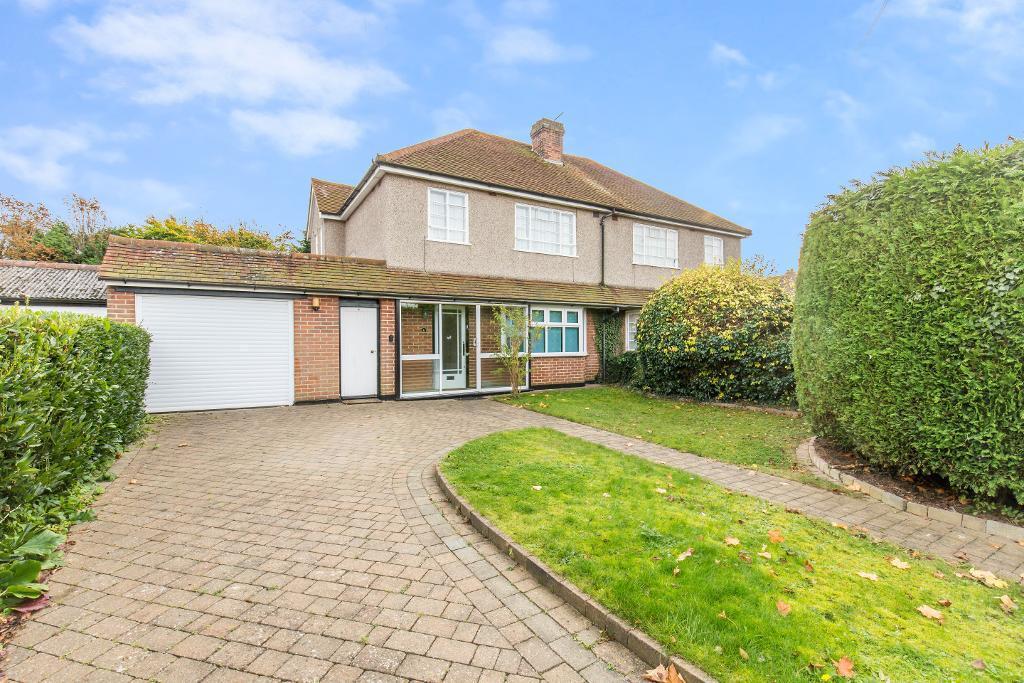 3 Bedrooms Semi Detached House for sale in Harewood Gardens, Sanderstead, Surrey, CR2 9BG