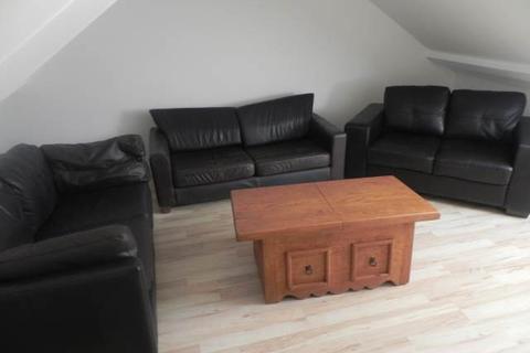 5 bedroom house to rent - Oxford Street, Sandfields, Swansea
