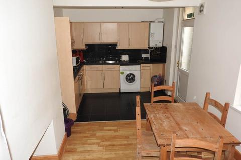 3 bedroom flat to rent - King Edwards Road, Brynmill, Swansea