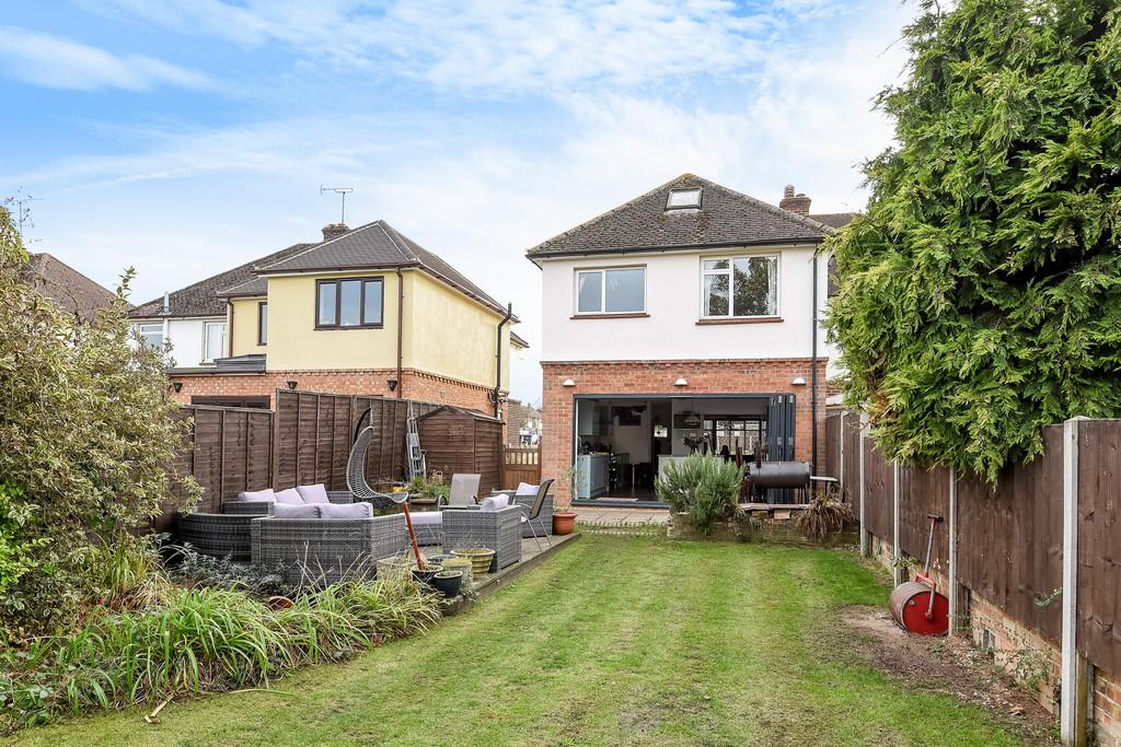 4 Bedrooms Semi Detached House for sale in London Road, Ditton