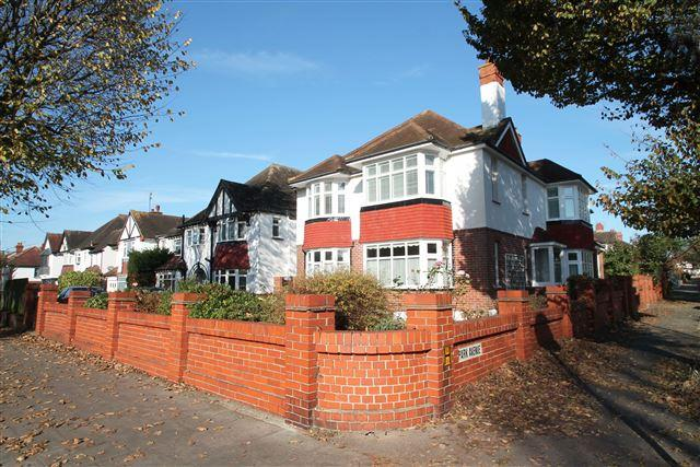 4 Bedrooms Flat for sale in New Church Road, Hove