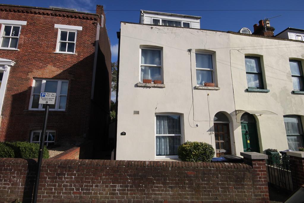 2 Bedrooms Flat for sale in RAMPART ROAD, SALISBURY, WILTSHIRE, SP1 1JA