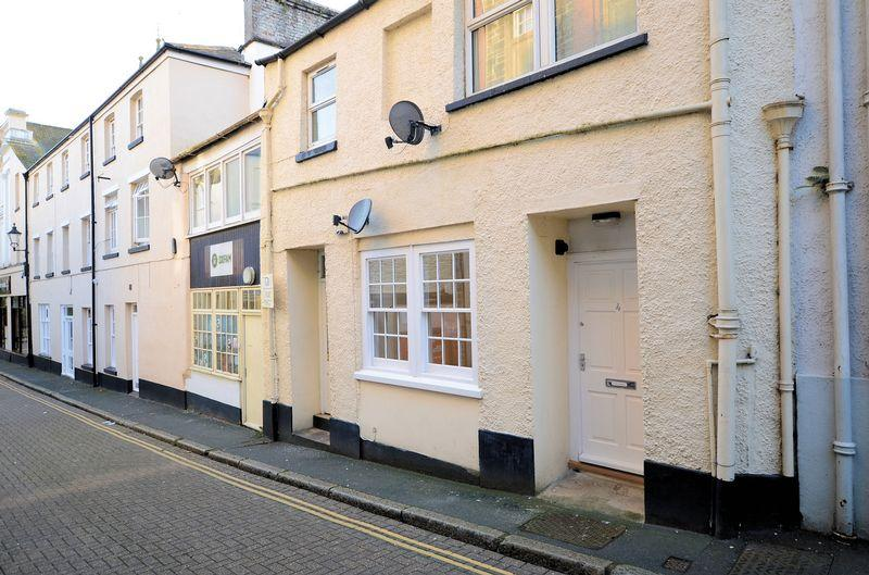 1 Bedroom Apartment Flat for sale in Beautifully presented 1 bedroom ground floor apartment with no onward chain