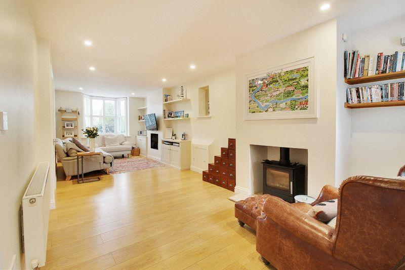 3 Bedrooms Terraced House for sale in Barrington Road, Horsham