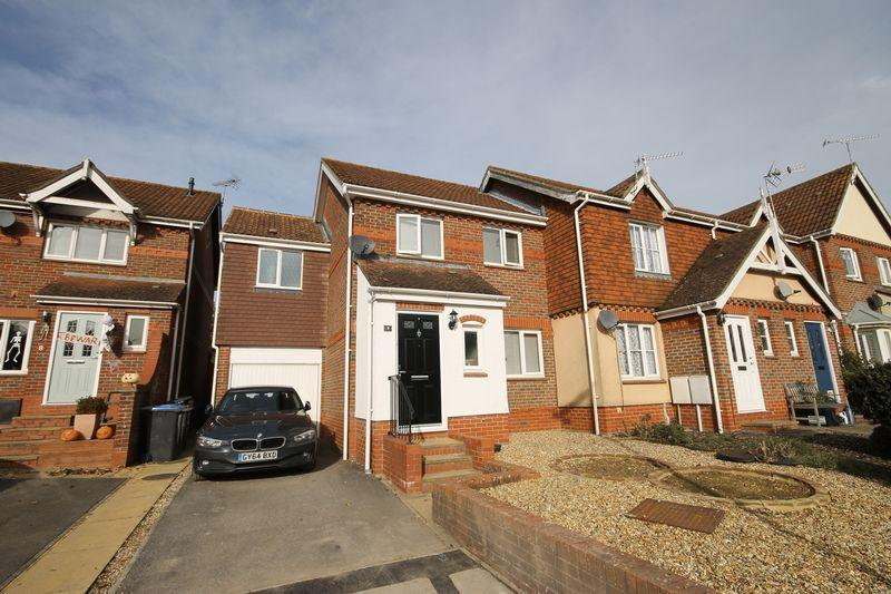 4 Bedrooms End Of Terrace House for sale in Clifton Road, Burgess Hill, West Sussex