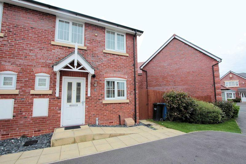 3 Bedrooms Semi Detached House for sale in Clos Gracie, Rhyl