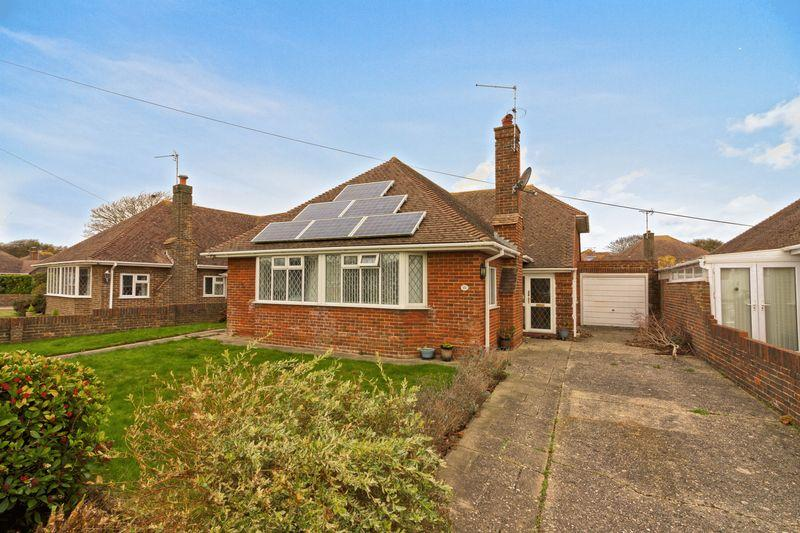 3 Bedrooms Bungalow for sale in Cowdray Drive, Goring-by-Sea