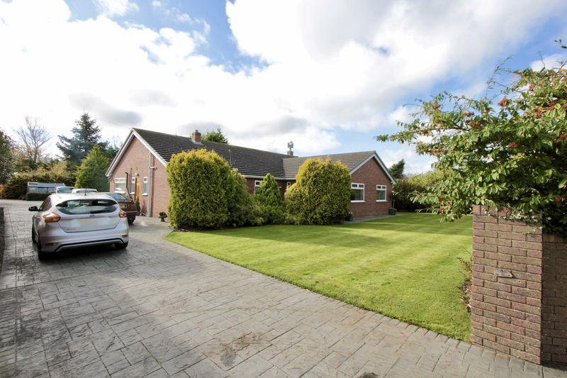 4 Bedrooms Detached Bungalow for sale in London Road, Trelawnyd