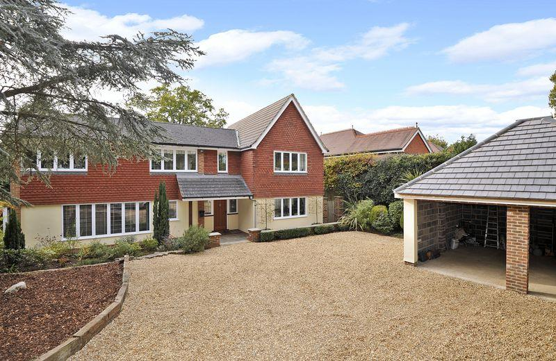 5 Bedrooms Detached House for sale in Guildford Road, Cranleigh