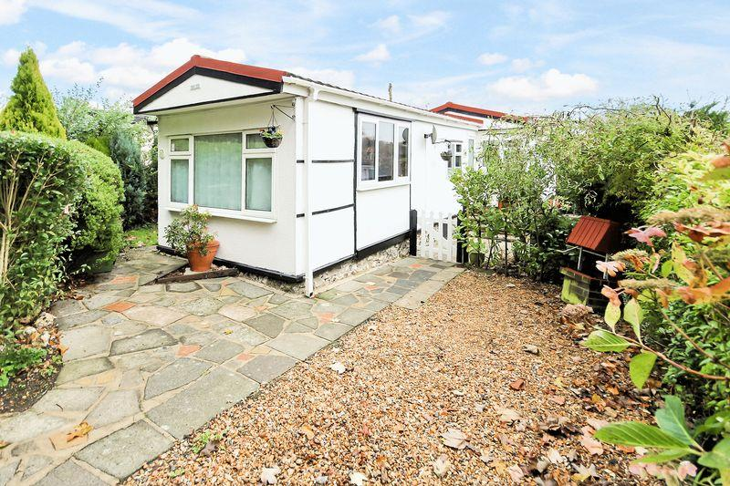 1 Bedroom Park Home Mobile Home for sale in Downe Road, Keston
