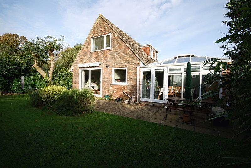 3 Bedrooms Detached Bungalow for sale in Saltwood