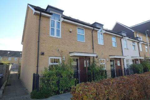 3 bedroom end of terrace house to rent - Whale Avenue, Reading, RG2 0GY