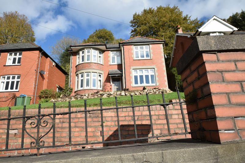 3 Bedrooms Detached House for sale in Usk Road, New Inn, Pontypool