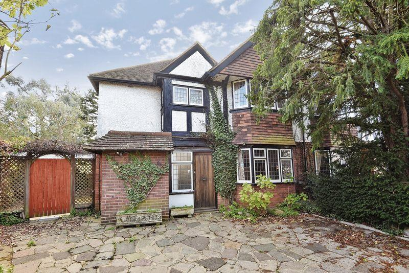 3 Bedrooms Semi Detached House for sale in SOUTH CHEAM