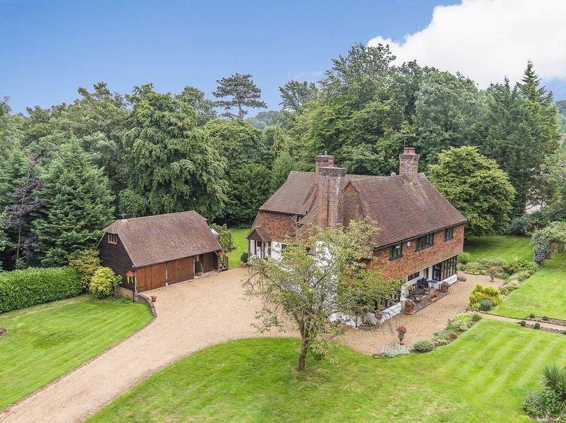 5 Bedrooms Detached House for rent in Tyrrells Wood, Leatherhead