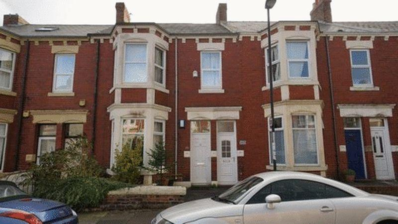 2 Bedrooms Apartment Flat for sale in CARTINGTON TERRACE Heaton