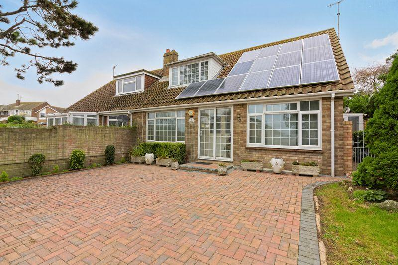 3 Bedrooms Bungalow for sale in Rye Close, Brighton