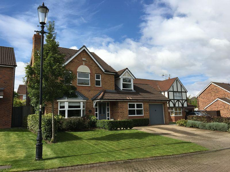 4 Bedrooms Detached House for sale in Ely Park, Runcorn, Cheshire
