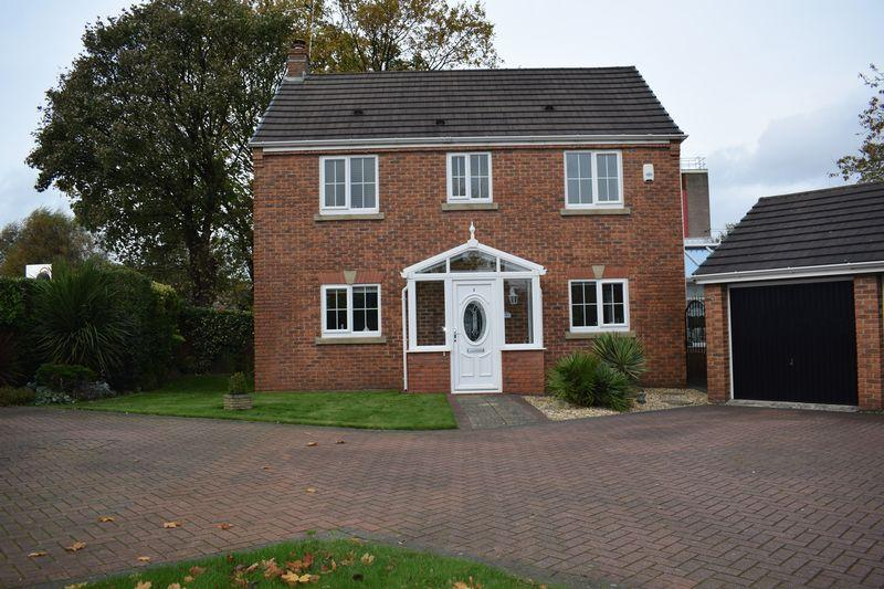 3 Bedrooms Detached House for sale in Tangmere Avenue, Heywood