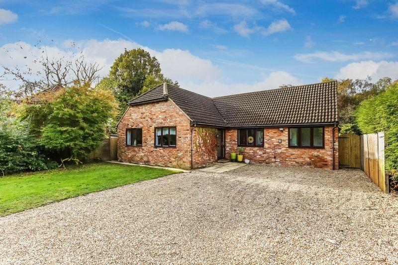 4 Bedrooms Bungalow for sale in Salt Box Road, Guildford