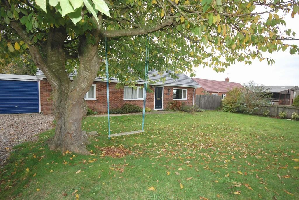 3 Bedrooms Detached Bungalow for sale in Thornage Road, Sharrington