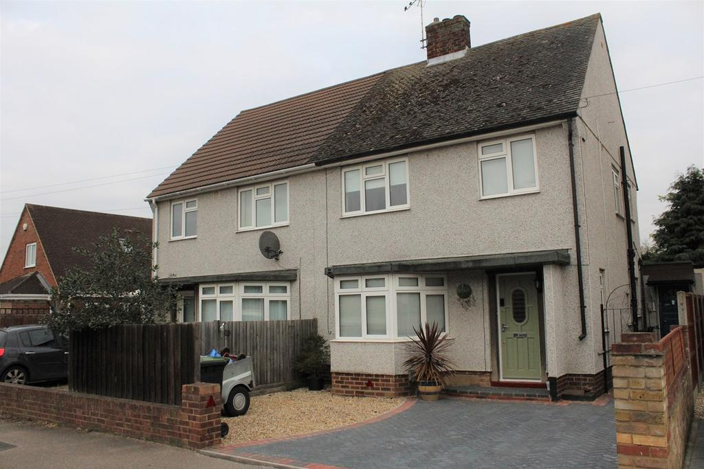 3 Bedrooms Semi Detached House for sale in Rowan Crescent, Biggleswade, SG18