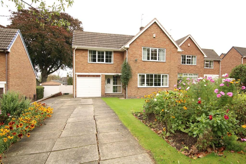 3 Bedrooms Detached House for sale in Manygates Lane, Sandal
