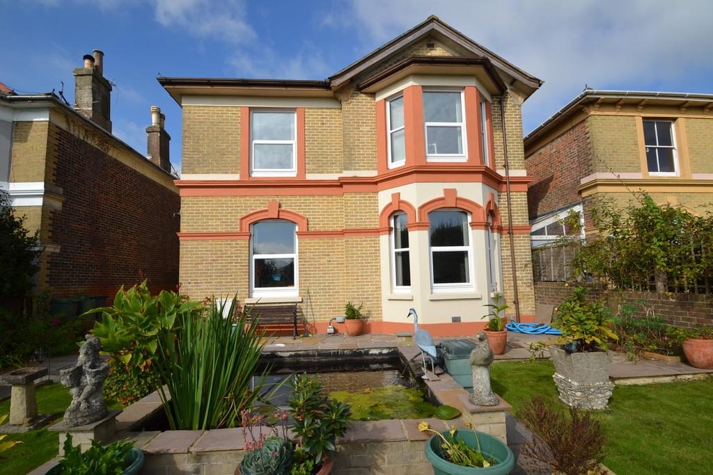 5 Bedrooms Detached House for sale in New Road, Brading